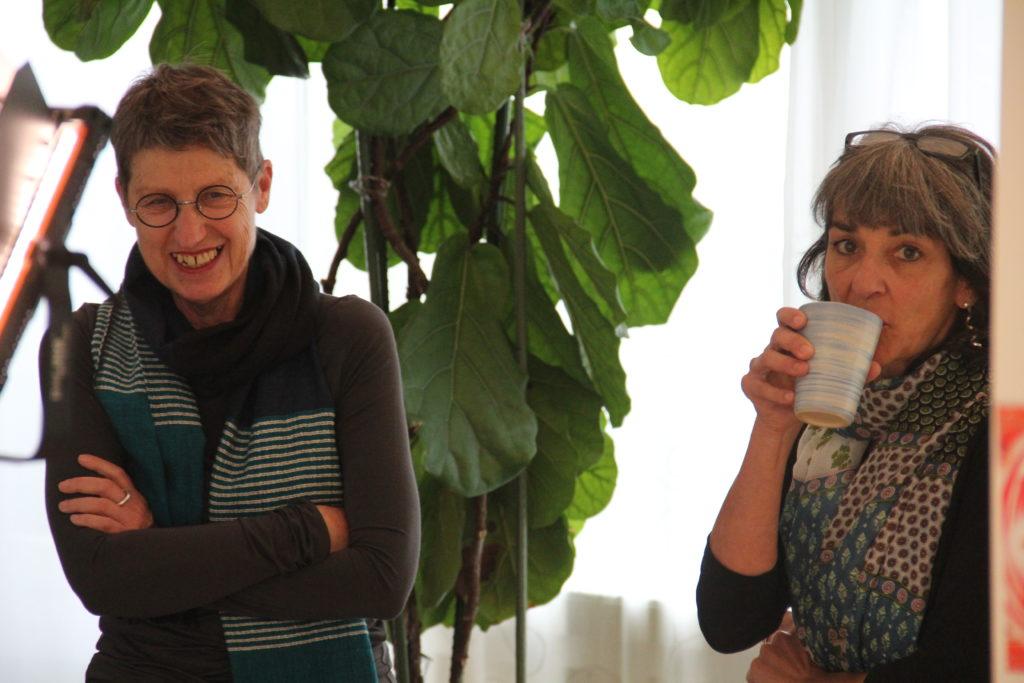 Irene Stelzer mit Barbara Schönenberger