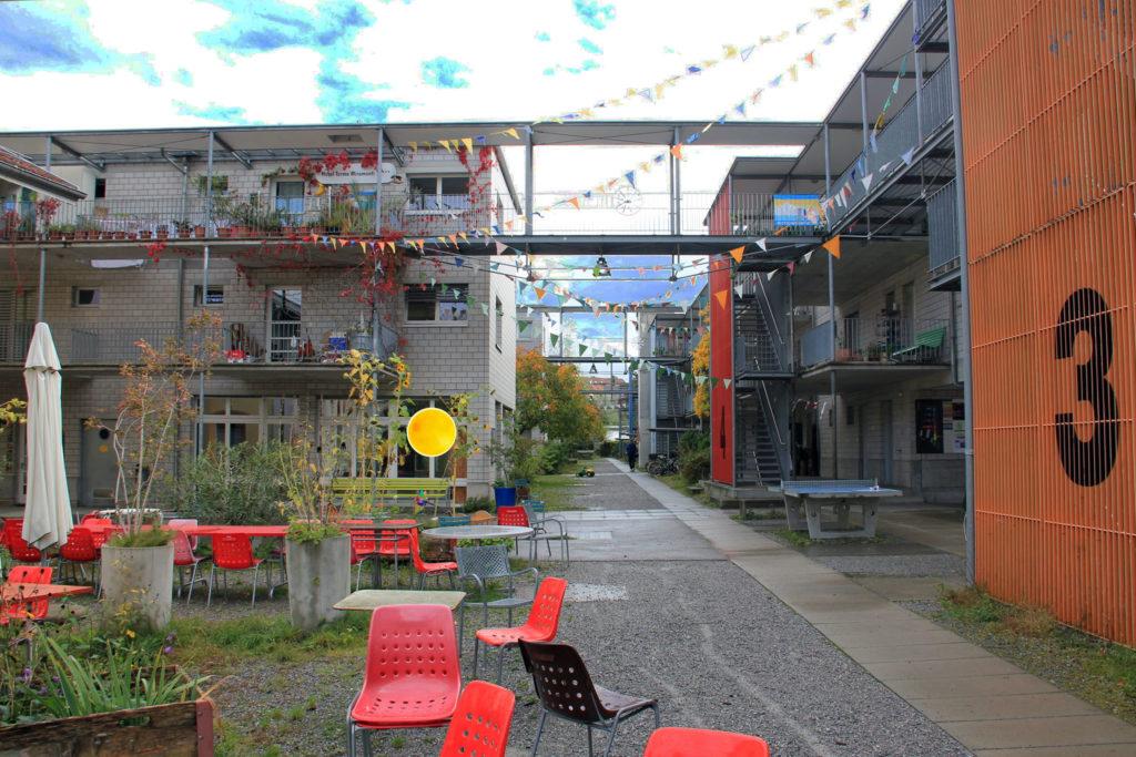 Siedlung im Werk, Uster, links der Eingang zur Gesundheitspraxis